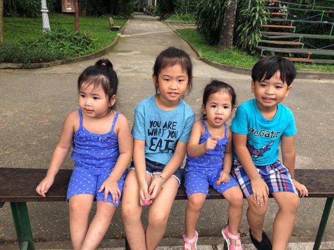 4 nhóc tì nhà nam ca sĩ.