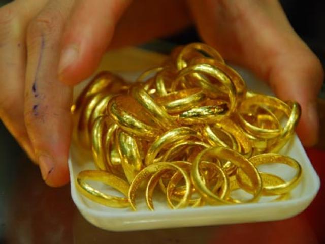 Kinh tế 24h: Giá vàng tiếp tục giảm sâu, Mercedes-Benz chính thức triệu hồi hàng nghìn xe tại Việt Nam