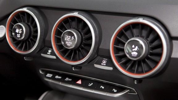 Điều hòa không khí là một công cụ quan trọng giúp người sử dụng xe duy trì tầm nhìn