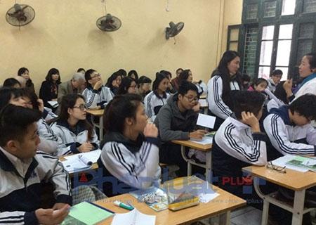 Cô Thanh Hà thực nghiệm 2 tiết giáo dục mở tại trường THPT Đinh Tiên Hoàng (Ba Đình, Hà nội). Ảnh NVCC.