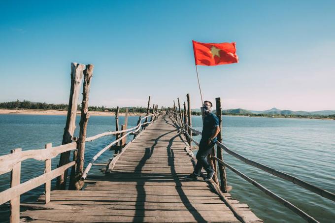 Ngoài ra, cây cầu còn là điểm đến thú vị cho các ban trẻ và dân phượt đến chụp ảnh và check in.