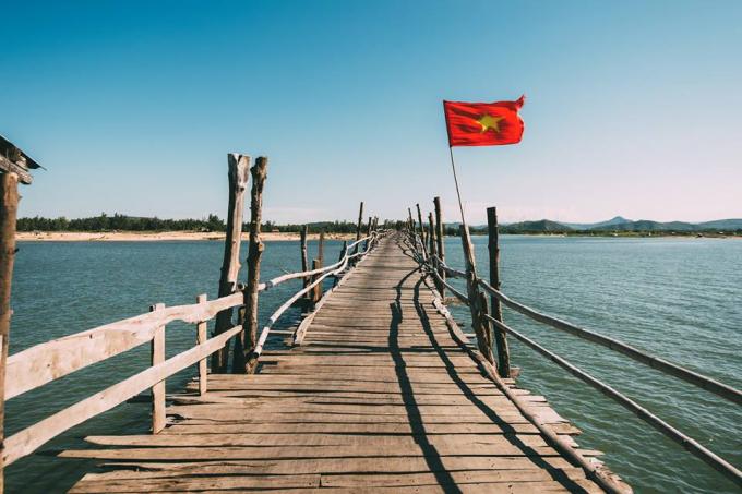 Cùng trải nghiệm trên cây cầu gỗ dài nhất Việt Nam