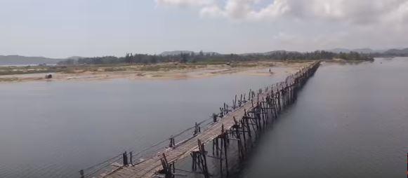 Cầu gỗ Miếu ông Cọp, với tổng chiều dài 800 mét và hiện đang nắm giữ kỷ lục