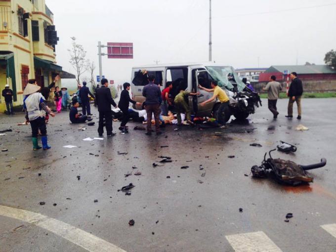 Tai nạn kinh hoàng trên đường đón dâu khiến 16 người thương vong
