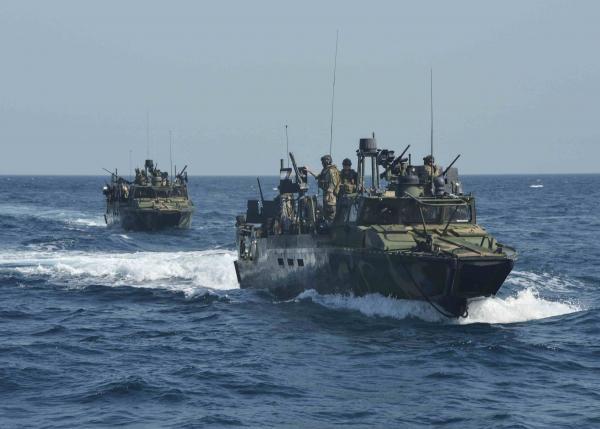 Hai tàu hải quân của Mỹ bị Iran bắt giữ. (Ảnh: Reuters)