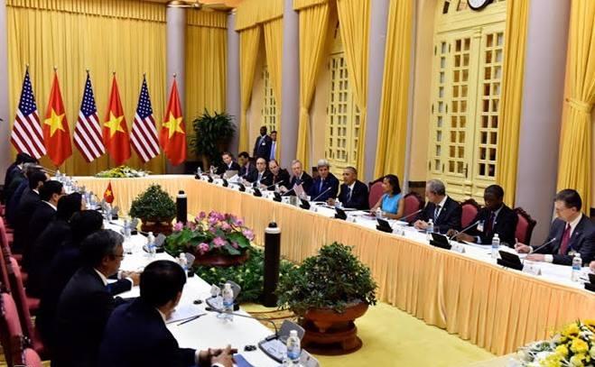 Các quan chức cấp cao Việt - Mỹ hội đàm tại Phủ Chủ tịch sáng 23/5.