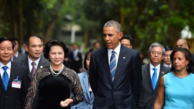 Tường thuật ngày làm việc đầu tiên của Obama tại Hà Nội
