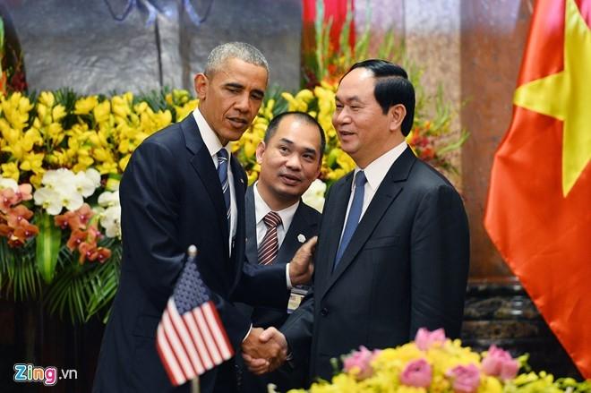 Chủ tịch nước Trần Đại Quang bắt tay Tổng thống Obama. (Ảnh: Zing.vn)