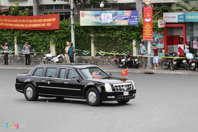 Đoàn xe hướng về phái sân bay Tân Sơn Nhất. (Ảnh: Zing.vn)