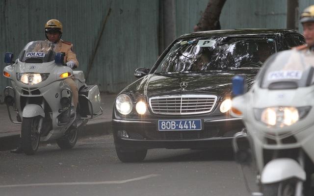 Đoàn xe Tổng thống trên đường ra sân bay Tân Sơn Nhất. (Ảnh: Dân trí)
