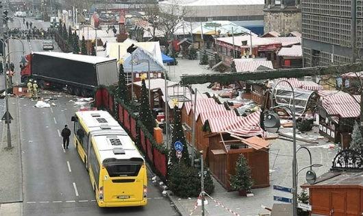 Hiện trường vụ tấn công khủng bố bằng xe tải ở Đức.