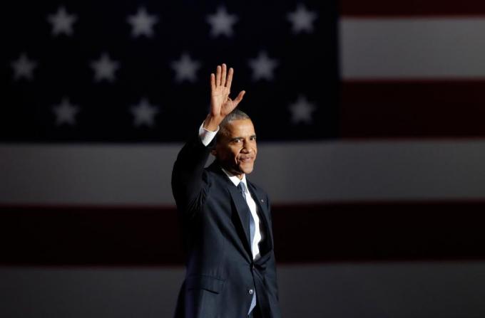 Ông Obama vẫy chào khán giả có mặt hội trường. (Ảnh: Reuters)