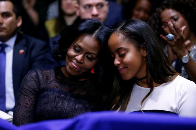 Đệ nhất phu nhân Michelle và cô con gái Malia. (Ảnh: Reuters)