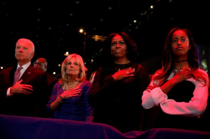 Hình ảnh xúc động trong buổi chia tay của Tổng thống Obama tại Chicago