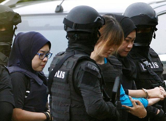 Đoàn Thị Hương tới tòa (Ảnh: Reuters)