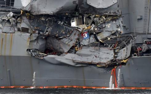 Cú va chạm với tàucontainer khiến khu trục hạmUSS Fitzgerald bị hư hỏng nặng. (Ảnh: Getty)