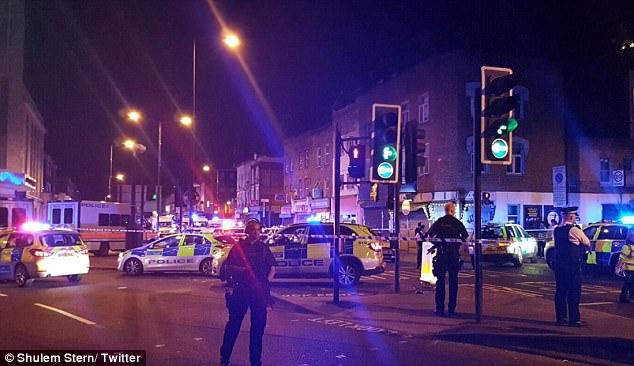 Xe tải tông thẳng vào đám đông ở thủ đô London, nhiều người bị thương