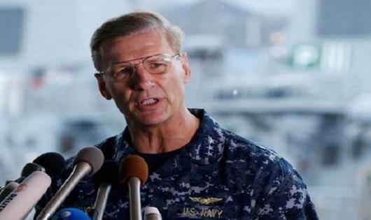 Phó Đô đốc Joseph Aucoin.
