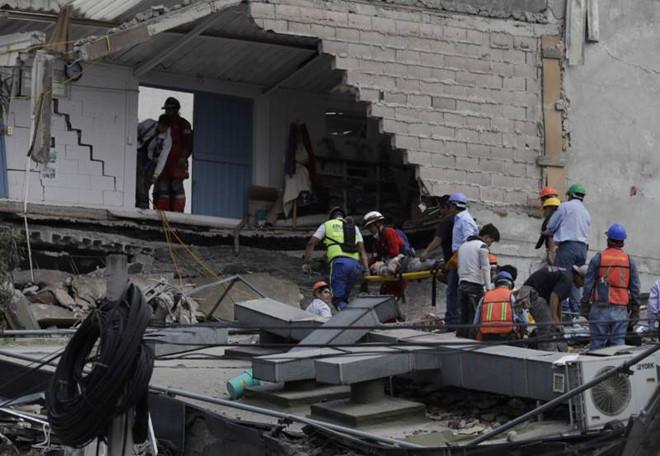 Trận động đất đã khiến nhiều tòa nhà bị đổ sập. (Ảnh: AP)