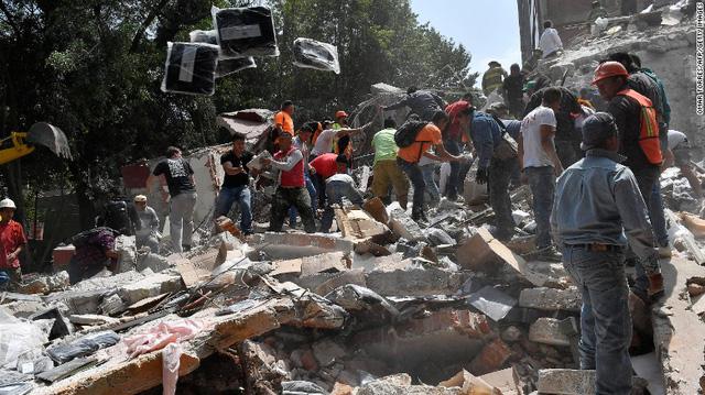 Công tác cứu hộ được thực hiện nhanh chóng. (Ảnh: CNN)