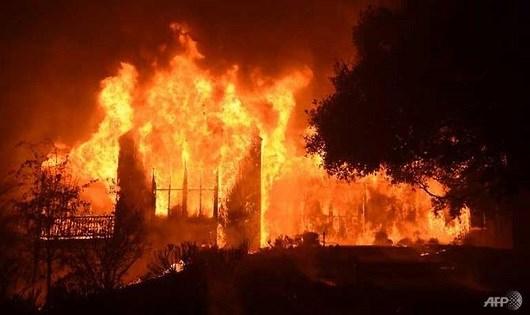 Cháy rừng bùng phát dữ dội tại California. (Ảnh: AFP)