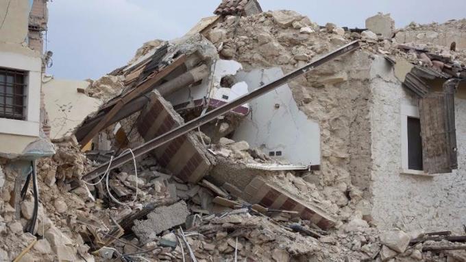 Hãng thông tấn nhà nước IranIsnađưa tin số người chết tăng lên tới 328 trong trận động đất mạnh tại biên giới Iran - Iraq.
