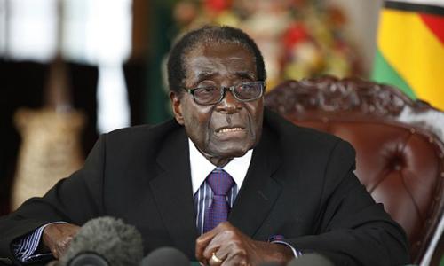 Tổng thống Zimbabwe Robert Mugabe quyết không từ chức. Ảnh: Rex.