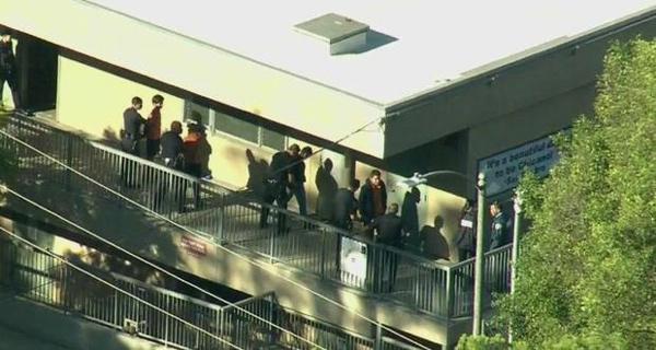 Vụ nổ súng diễn ra ở trường Salvador Castro. (Ảnh: CBS)