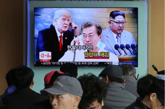 Truyền hình Hàn Quốc đưa tin về các nhà lãnh đạo Mỹ, Hàn Quốc, Triều Tiên tại Seoul (Ảnh: AP)