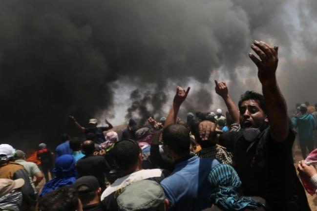 Người Palestine đốt lốp xe bày tỏ sự phản đối. (Ảnh: Reuters)