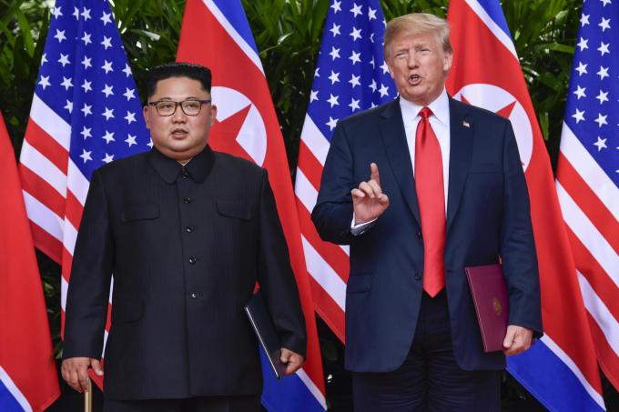 """Sau cuộc gặp lịch sử tại khách sạn Capella, nhà lãnh đạo Triều Tiên Kim Jong-un coi như đã giành phần thắng trong """"canh bạc lòng tin"""". Ảnh: AP"""