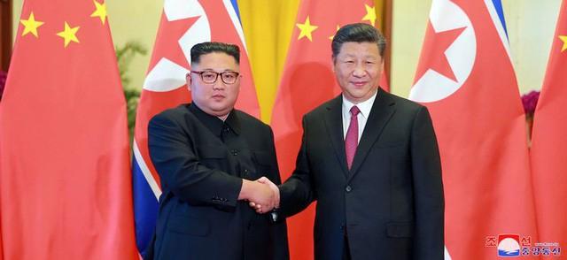 Nhà lãnh đạo Triều Tiên Kim Jong-un và Chủ tịch Trung Quốc Tập Cận Bình (Ảnh: KCNA)