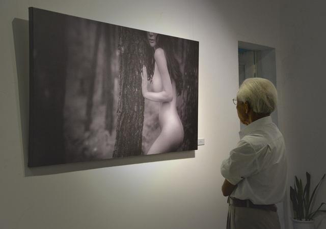 """Triển lãm ảnh khoả thân thu hút lượng người xem """"kỷ lục"""""""