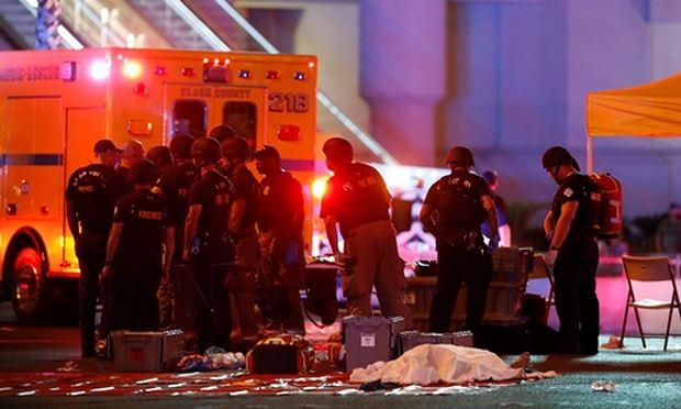 Lực lượng an ninh tại hiện trường vụ xả súng ở Las Vegas. Ảnh: Reuters