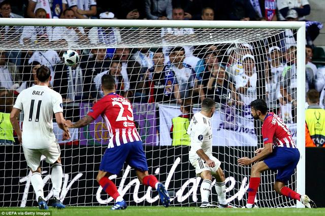 Diego Costa lập cú đúp vào lưới Real Madrid ở hiệp chính