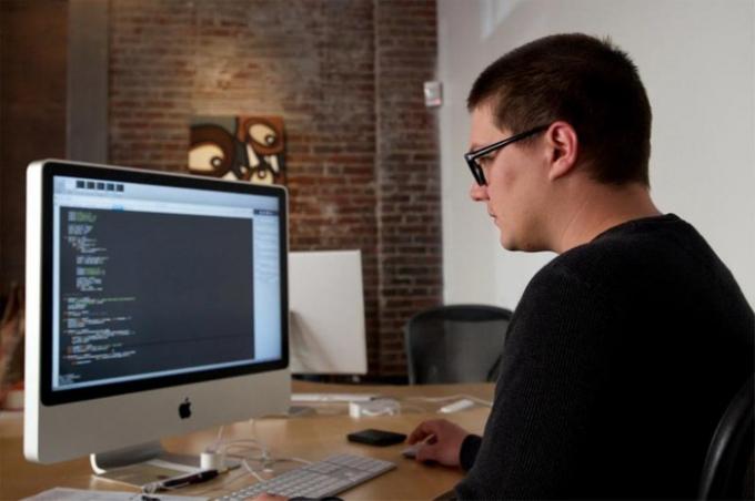 Kỹ sư phần mềm - Lương trung bình năm: 105.329 USD.