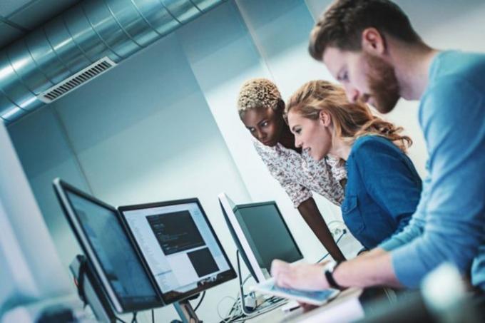Kỹ sư phần mềm trưởng - Lương trung bình năm: 107.479 USD