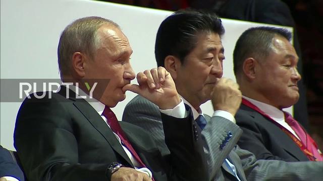 Các nguyên thủ quốc gia chăm chú theo dõi các trận đấu. (Ảnh: RT)