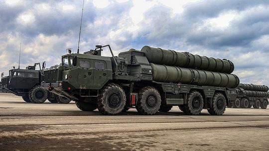 Hệ thống tên lửa đất đối không S-400.Ảnh: SCMP