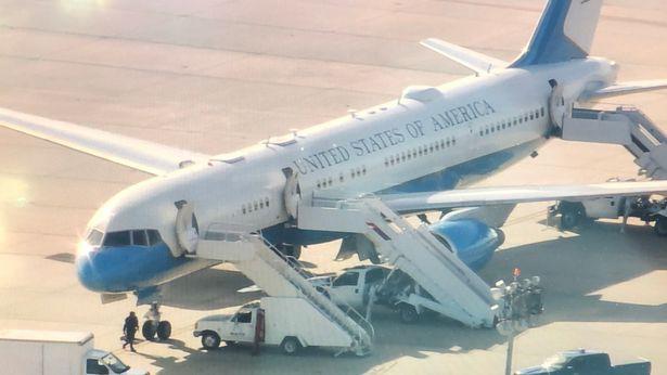 Máy bay chở Đệ nhất phu nhân Mỹ phải hạ cánh khẩn cấp. (Ảnh: Mirror)