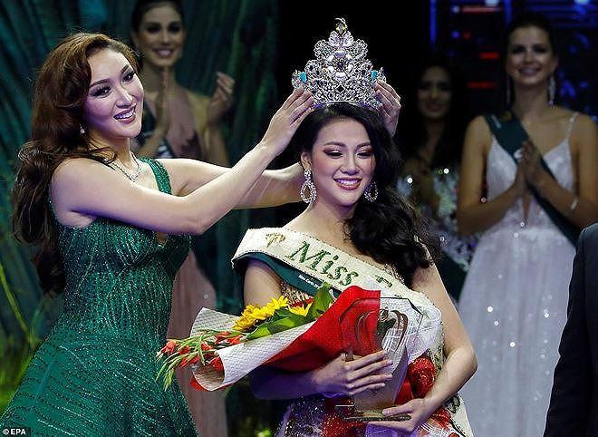 Giây phút Phương Khánh đăng quang cuộc thi Hoa hậu trái đất 2018