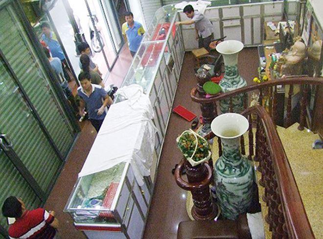 Tiệm vàng Trang Ngọc nơi bị kẻ gian đột nhập cuỗng tài sản trị giá hơn 3 tỷ đồng để lại dấu vân chân