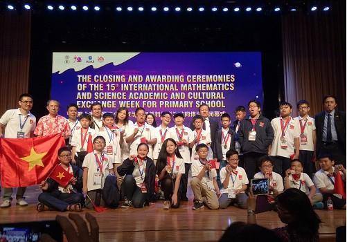 Bảo Duy và 22 thí sinh của đoàn Việt Nam tham dự IMSO 2018.