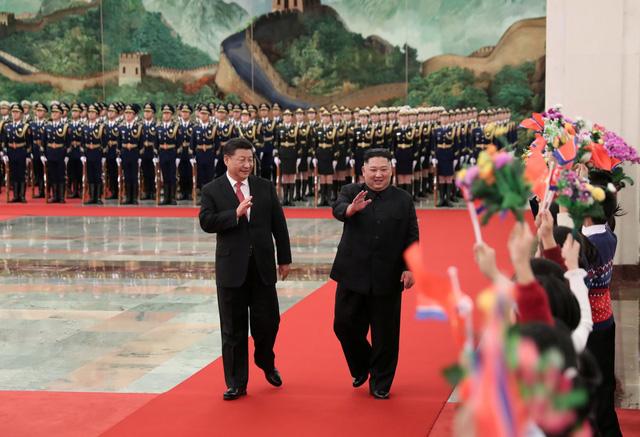 Chủ tịch Trung Quốc Tập Cận Bình đã tổ chức trọng thể lễ đón nhà lãnh đạo Kim Jong-un tại Đại lễ đường Nhân dân Trung Quốc ở Bắc Kinh.