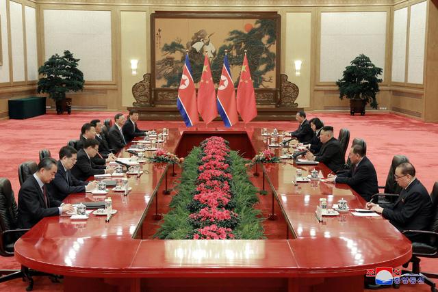 Chủ tịch Tập Cận Bình và nhà lãnh đạo Kim Jong-un cùng các quan chức cấp cao đã tổ chức hội đàm song phương.