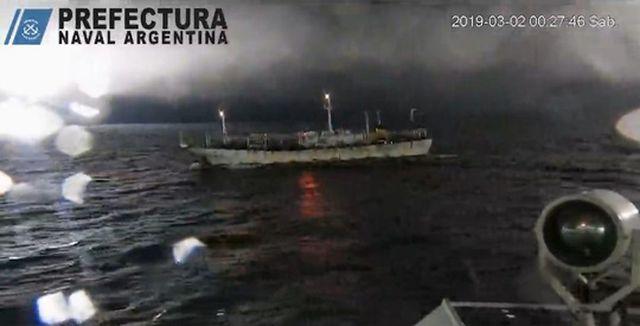 Lực lượng bảo vệ bờ biển Argentina đã nổ súng và rượt đuổi tàu cá Hua Xiang 801 của Trung Quốc. Ảnh: Shanghai.ist