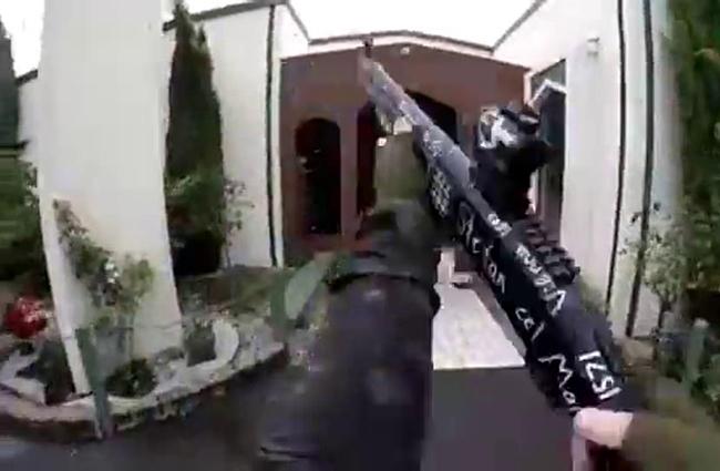 Hình ảnh do tay súng đăng trên mạng xã hội. (Ảnh: Daily Mail)