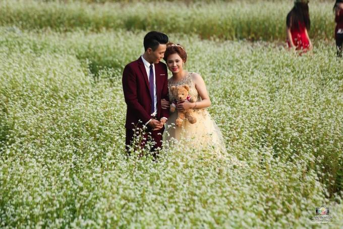 Không những các bạn trẻ mà các cặp đôi cũng chọn địa điểm này để chụp ảnh cưới.