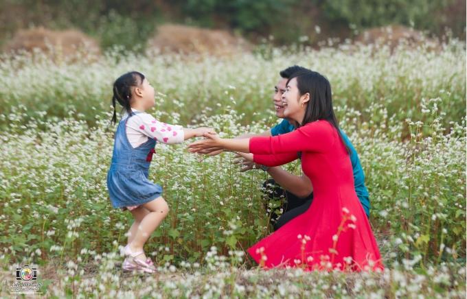 Khoảnh khắc hạnh phúc của một gia đình trẻ.