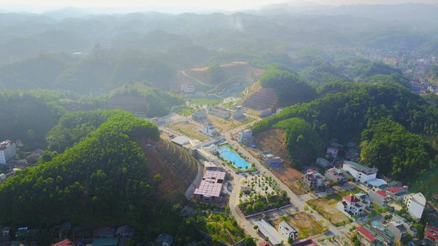 Dinh thự của gia đình ông Phạm Sỹ Quý nằm trong khu vui chơi của phường Minh Tân, TP Yên Bái, tỉnh Yên Bái.